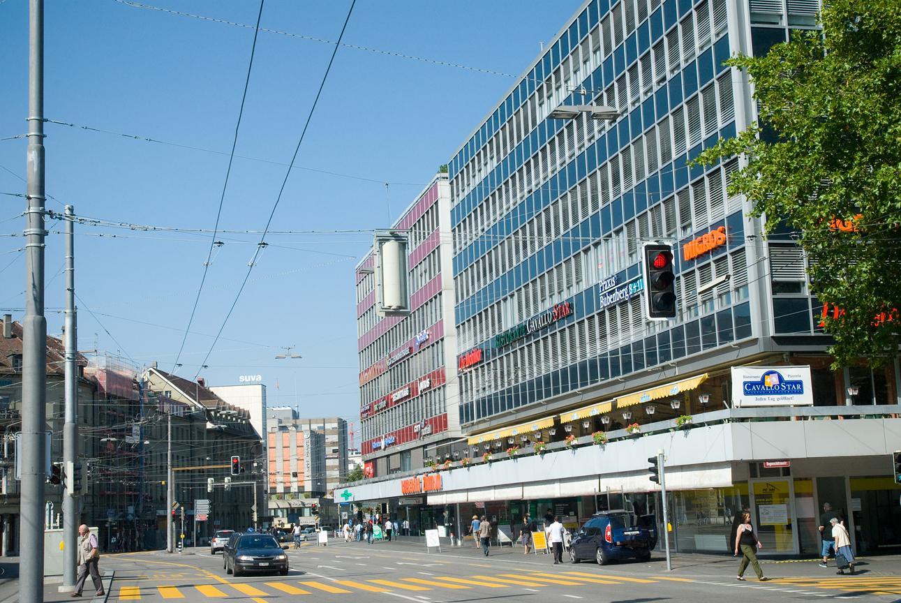 Gebäude am Bubenbergplatz in Bern von aussen | hautarzt-bubenberg.ch